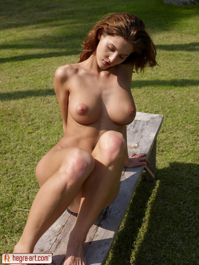 Amazing erotic photos of nude Linda | Sexy Women Zone. erotic female nudity