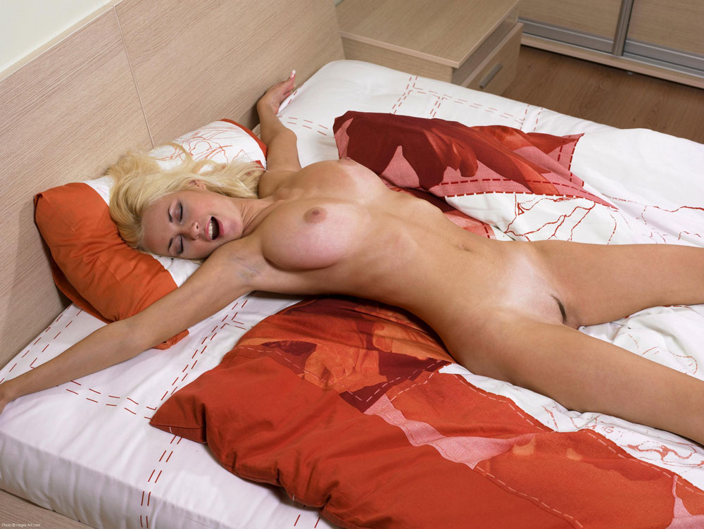 hot babes sleep in the nude